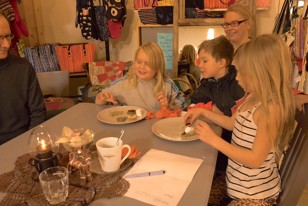 kids are making shiratama mochi