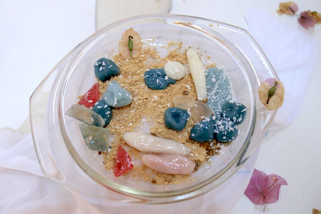 edible part made of shiratama and agar-agar jellies